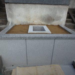 和泉市で納骨石棺工事。