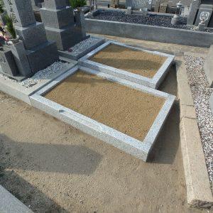 泉大津市で外柵完成工事、香芝市で石碑基礎工事。