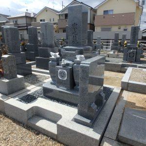 香芝市で石碑完成工事、泉大津市で外柵基礎工事。