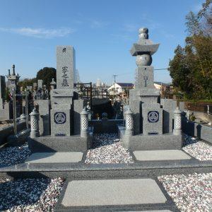 お墓の建て替え工事が終了しました。
