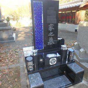 ガラスを使ったお墓が完成しました。