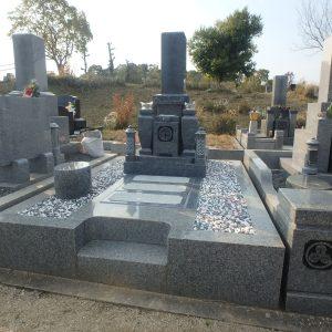 堺市霊園で天山石『銀剛』の石碑工事