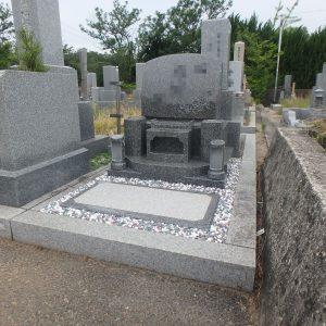 泉大津市で『ロイヤルブラウン』の洋型石碑工事