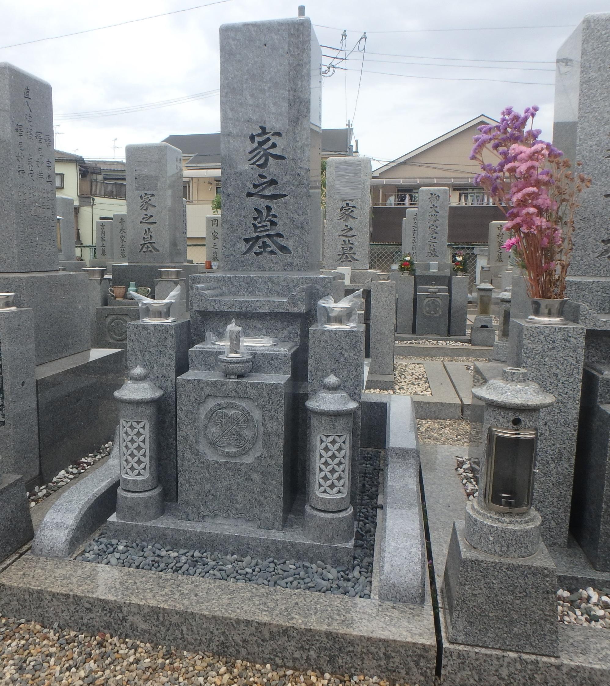 施工例4-21 八尾市にて庵治石細目最上級石を使ってのお墓建墓