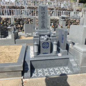 大阪府和泉市でバリアフリー型外柵で鮮やかに『黒龍K12A石』のお墓工事