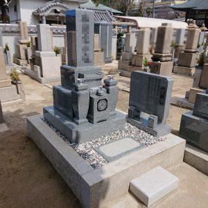 大阪市天王寺区で黒龍K12特級石で石質抜群の石碑工事、墓じまいから墓所縮小工事を