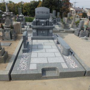 堺市南区で納骨堂型石碑を石質の良い『黒龍K12A石』でお墓工事。『泰震』を使用し、地震にも強いお墓に。