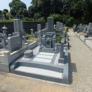 堺市霊園(鉢ヶ峰霊園)で石質の良い『黒龍K12A石』でお墓工事。『泰震』を使用し、地震にも強いお墓に。