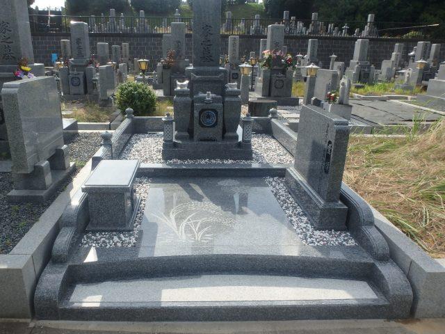 お墓の施工例 2-52 天山石を使ったお墓
